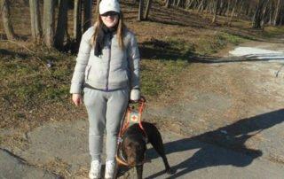 Roberta con il suo cane guida