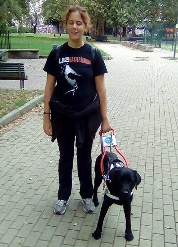 Fabiana e il suo cane guida Zak