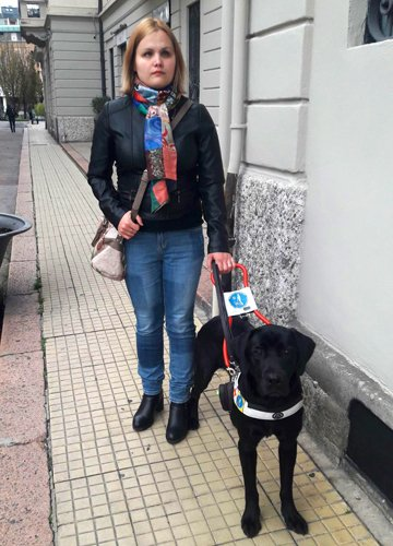 Ana e Romeo il suo cane guida