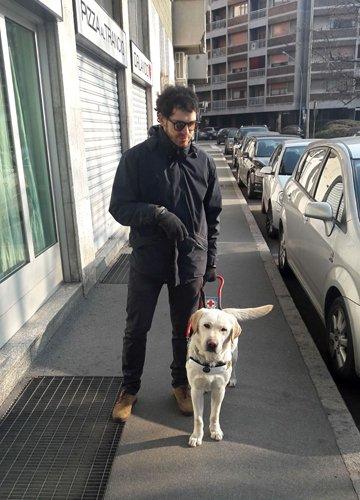 Matteo e Dexter il suo cane guida