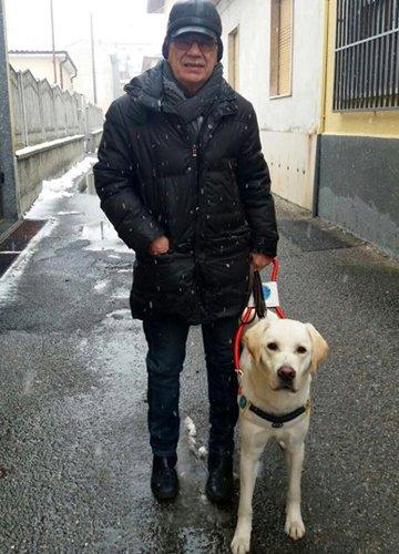 Sergio e Mendel cane guida.