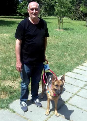 Umberto e Toffee il suo cane guida