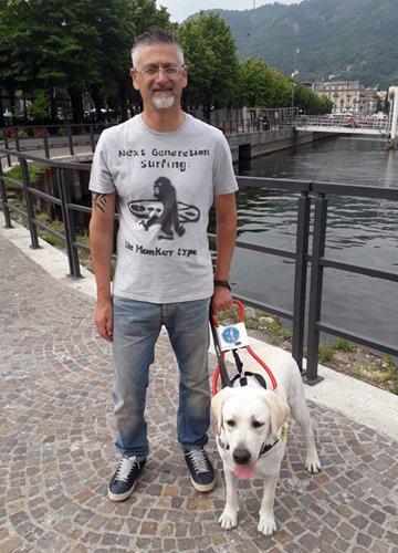 Moreno e Uncino, il suo cane guida.