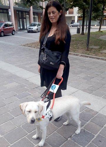 Michela e Wiviane il suo cane guida