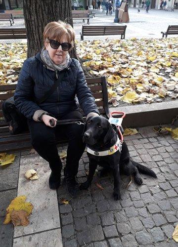 Laura e Vodka il suo cane guida